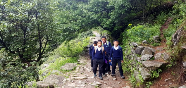 day-2-lukla-even-trek-to-school-5