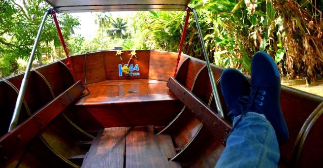 damnoen-saduak-floating-market-boat-large