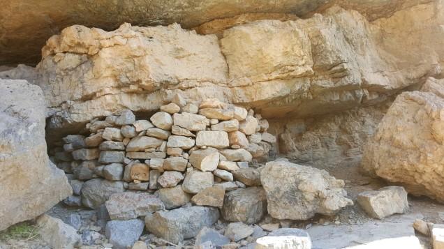 08-Wadi-Shah-Trail-Rock-Caves